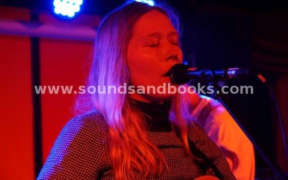 Julia Jacklin: Crushing – Albumreview