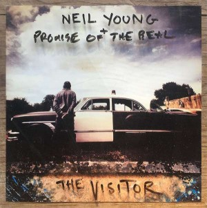 Sounds & Books_Neil Young_The Visitor_Cover