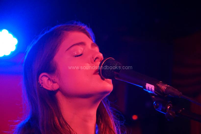 Lucy Kruger live Hamburg Molotow SkyBar 2019 by Gérard Otremba