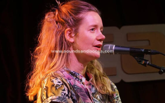 Katja Aujesky: Keine Tränen – Song des Tages