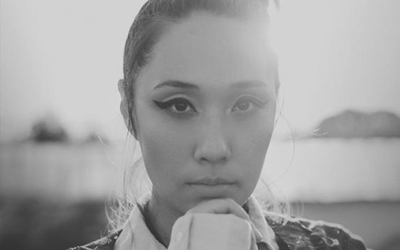 Jenniffer Kae: Chamäleonmädchen – Song des Tages
