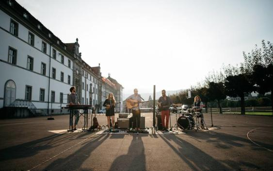 Adam's Wedding: Kind Words – Song des Tages