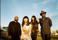 Khruangbin und Leon Bridges: Texas Sun – Song des Tages