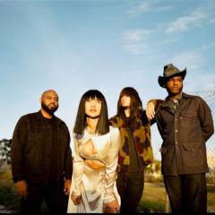 Khruangbin und Leon Bridges: Texas Sun – Song des Tages