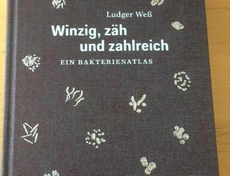 Ludger Weß: Winzig, zäh und zahlreich – Ein Bakterienatlas