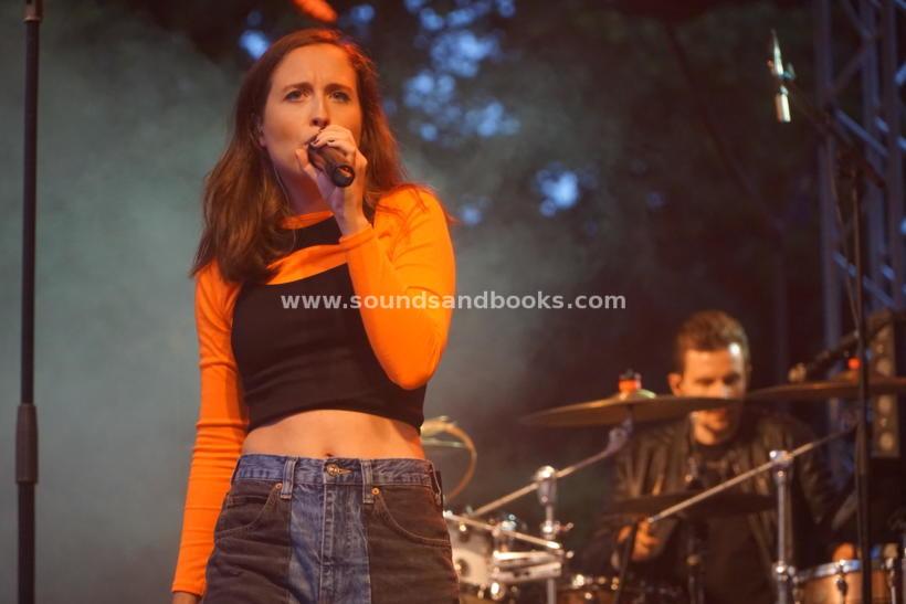 Alice Merton live Hamburger Stadtpark 2021 by Gérard Otremba